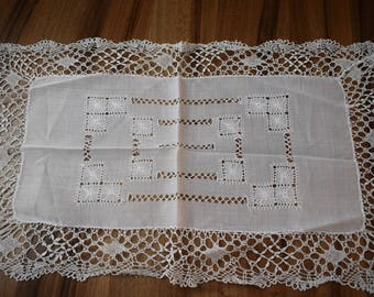 Vintage White Linen and Lace Tray Cloth/doiles