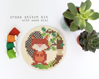 Buck the Beaver at Work - Modern DIY Cross Stitch Kit - Kids cross stitch kit - Wood Disk Cross Stitch Kit- Easy cross stitch kit