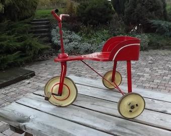 Réservé pour Vincent. Tricycle tôle ancien. Old Bike. Déco chambre enfant. Vintage