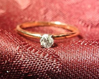 stunning vintage 14k yellow gold and 2/10 caret diamond ring size 7 1/2