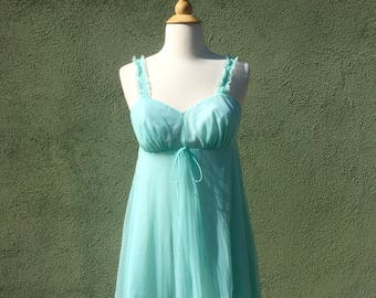 Vintage 1960s Babydoll Nightgown in Light Blue / Empire Waist / Negligee / Sleepwear / 60s Nightgowns / Sleeveless Nightgowns / Lingerie