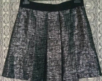 Womens LORD & TAYLOR Black METALLIC Pleated Skirt Sz 8 - Retails for 80
