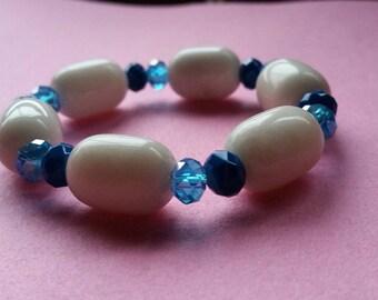 Big white jade and glass stretch bracelet