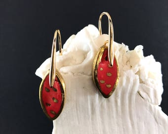 CERAMIC EARRINGS GOLD,romantic earrings,red,cute earrings,women present,wedding earrings,drop earrings,love earrings,unique earrings,trend
