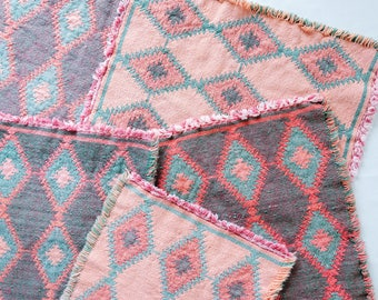 Woven Cotton Placemats/Vintage Placemats/Chevron Patterned Placemats/Pink and Green Placemats/Vintage Woven Placemats/Vintage Table Linens