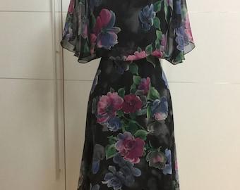 Beautiful black floral vintage summer dress - sun dress - 1970's