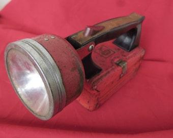 grande lampe de poche ancienne en métal, collection Mazda,vintage, grande lanterna metálica antiga, coleção Mazda,large old metal flashlight