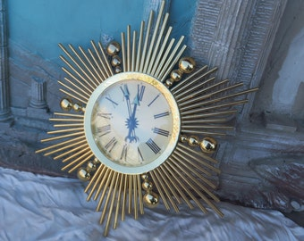 ancienne pendule Luxor en forme de soleil, vintage circa 1960, vecchio pendolo Luxor a forma di sole,old Luxor pendulum shaped sun,