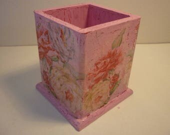 "Pencil holder ""roses""old look outdated """