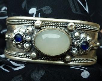 Metal Bangle Bracelet silver Tibetan and her Moonstone