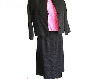 M L 50s 60s 3pc Best & Co Dress Suit Set Shell Top Dress Skirt Jacket Brocade Jackie O Black Pink Medium Large