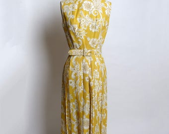 Circa 1950s Gold and Cream Paisley Rockabilly Dress