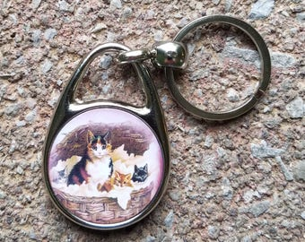 Mamma Cat and 2 Kitties Victorian Picture Keychain