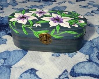 White & Purple Flower Trinket Box