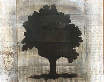 Delicate design on pallet wood