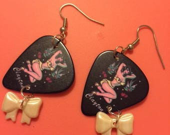 Guitar picks and bows