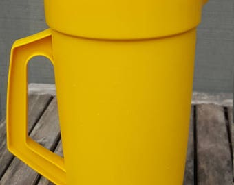 Tupperware Push Button Pitcher // 2 Quart // yellow with white lid // retro kitchen // made in USA