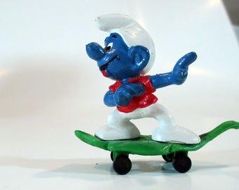 Skateboard Skater Smurf on a leaf board