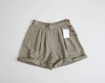 side button shorts | linen shorts | green gingham shorts