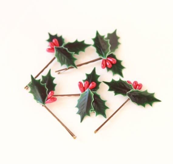 Holly hair pins, Christmas bobby pin set, Holiday hair clips, Green leaf red berries, Winter wedding, Holiday hair pins