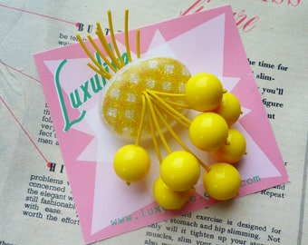Summer Gingham! Handmade 40s 50s confetti lucite style classic yellow gingham brooch by Luxulite