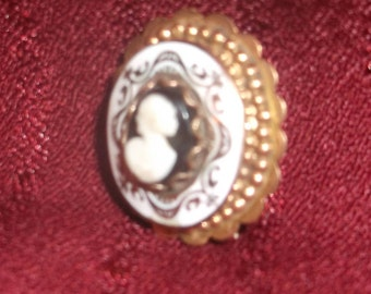 Vintage Cameo Brooch Pin Gold tone Black and White