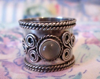 RING - MOONSTONE    - Wide -  925 - Sterling Silver - size 6 moonstone478