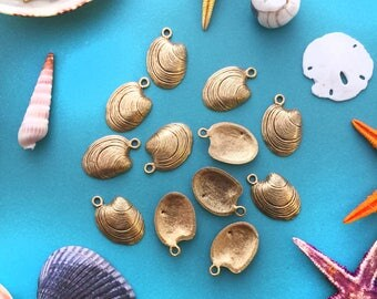 Antique Gold Clam Shell Charms, 15x22mm, 2pcs / Nunn Designs, Shell Pendants, Nautical, Beach Charms, Sea Shell, Jewelry Supplies