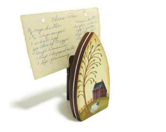 Primitive Wooden Iron Recipe Card Holder   Tole Painted Photo Holder With Prim Scene