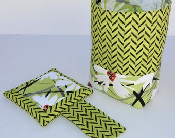 Thread Catcher Bag, Pin Cushion, Catch-all Scrap Caddy, Green with White Daisy