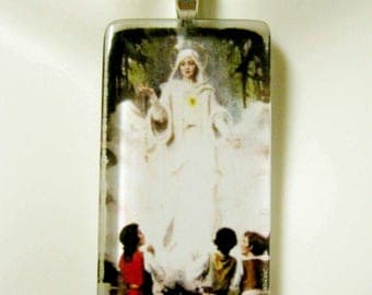 Our Lady of Fatima pendant with chain - GP01-389