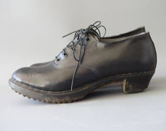 Galoche française | Black brogues with wooden soles and studs | 1910's by Cubevintage | size 38