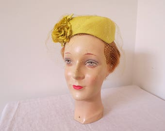 """1960s Chartreuse Yellow Hat with Netting & Open Crown - 19"""" inner band"""