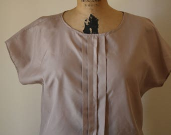 Taupe Dolman Top | M 80s vintage pleated short cap sleeve light brown womens blouse small S medium preppy kitsch