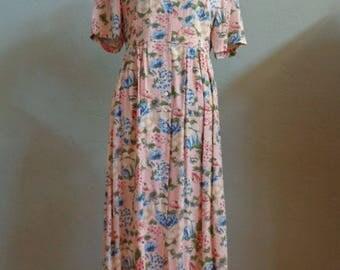 "Vintage 80's Liz Claiborne Floral Print Mid-Calf Dress Light Peach Background Scooped Neckline Bust 43"" Midriff: 39"""