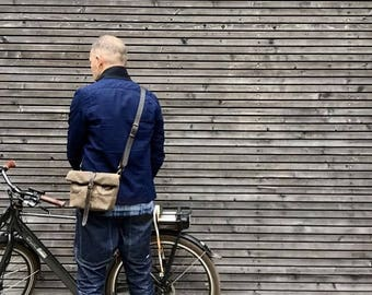 Waxed canvas day bag / small messenger bag / Musette / handle bar bag
