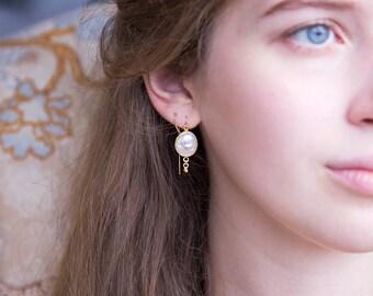 Natural Pearl Thread Through Earrings, Multiple Piercing Chain, Modern Bride, Dainty Thread Earrings, Bridal Jewelry, Statement Earrings