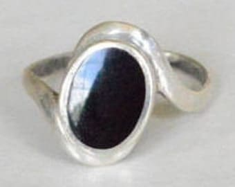 SALE Vintage Sterling Silver Black Onyx Tilted Style Band Ring Size 8