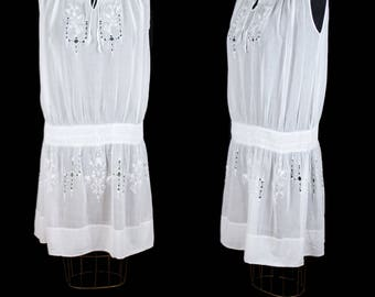 1920s Dress // Embroidered Smocked Cotton Lawn Sleeveless Airy Flapper Dress