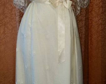 Fabulous 1980s Ivory Lace Victorian-Style Wedding Dress