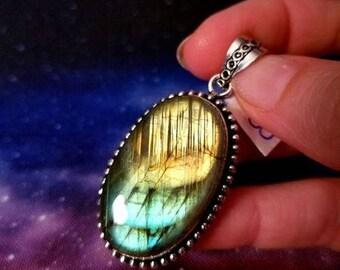 Gorgeous Labradorite Rainbow Pendant || 85 carats ||