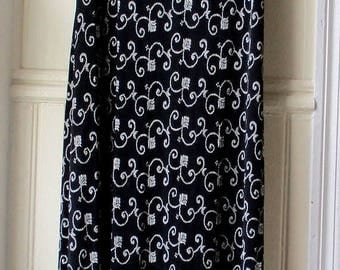 ON SALE Women's vintage maxi dress / black and white printed tank dress / Full length body con dress / size small to medium