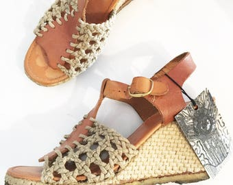 Vintage WOVEN WEDGE SANDALS / size 7.5-8