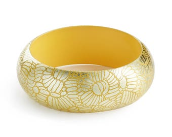 Bracelet Dahlia Yellow. Engraved gold.