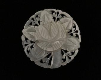 Vintage Mother of Pearl Floral Brooch (ABX1C)