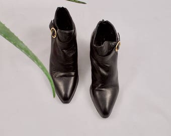 black leather booties / black ankle boots / 7.5 - 38 / pointed toe boots / black chelsea boots / western boots / chunky heel boots