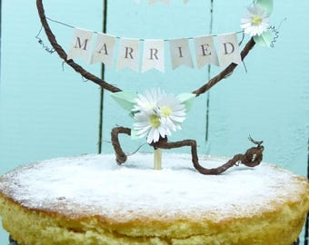 Wedding cake topper Just Married Rustic heart Wedding cake decoration daisy bunting