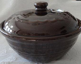 Brown Covered Stoneware Casserole Dish Bean Pot Mar Crest Daisy Pattern