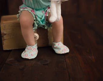 Mint Floral Baby Shoes // Mint Green and Pink, Flower Moccs, Infant Shoes, Baby Booties, Baby Moccasins, Crib Shoes, Girl Tea Party Shoes