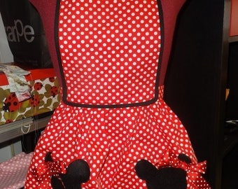 Young lady's apron made of Poplin and Minnie's details.
